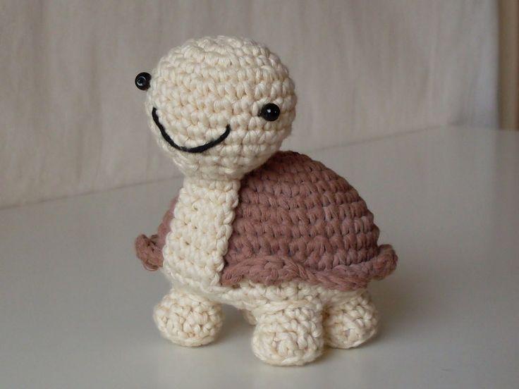 Ho fatto la tartaruga più bella seguendo lo schema disegnato da Stephanie Osborne .           Lei ha un bel sito con alcuni schemi grat...