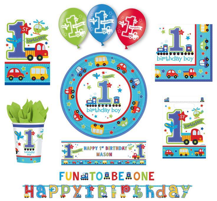 """Die schönen Dekorationsartikel für Jungen sind in Weiß und Blau gehalten und mit der Aufschrfit """"1st Birthday Boy"""" versehen. Bunte Flugzeuge, Hubschrauber, lustige Autos und schöne Sternchen bestimmen das liebevolle Design. Diese Dekoartikel sind die ideale Ergänzung für die erste Geburtstagsfeier Ihres kleinen Sohnes. Bunte Swirl-Girlanden, personalisierbarer Banner und Co. ein echter Hingucker!"""