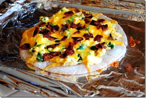 Breakfast Pita Pizza | Healthy food | Pinterest