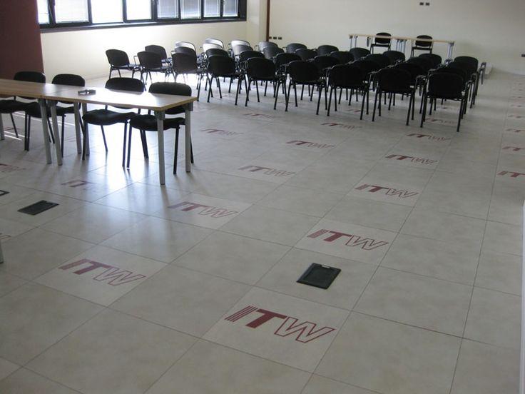 Uffici ITW - (VE) - Open Art Top level ice resin #skema #madeinitaly #raisedflooring