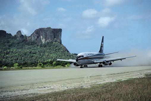 Air Nauru 737-200