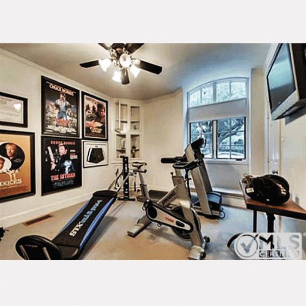 Chuck norris has a chuck norris total gym in his old home for Gimnasio total
