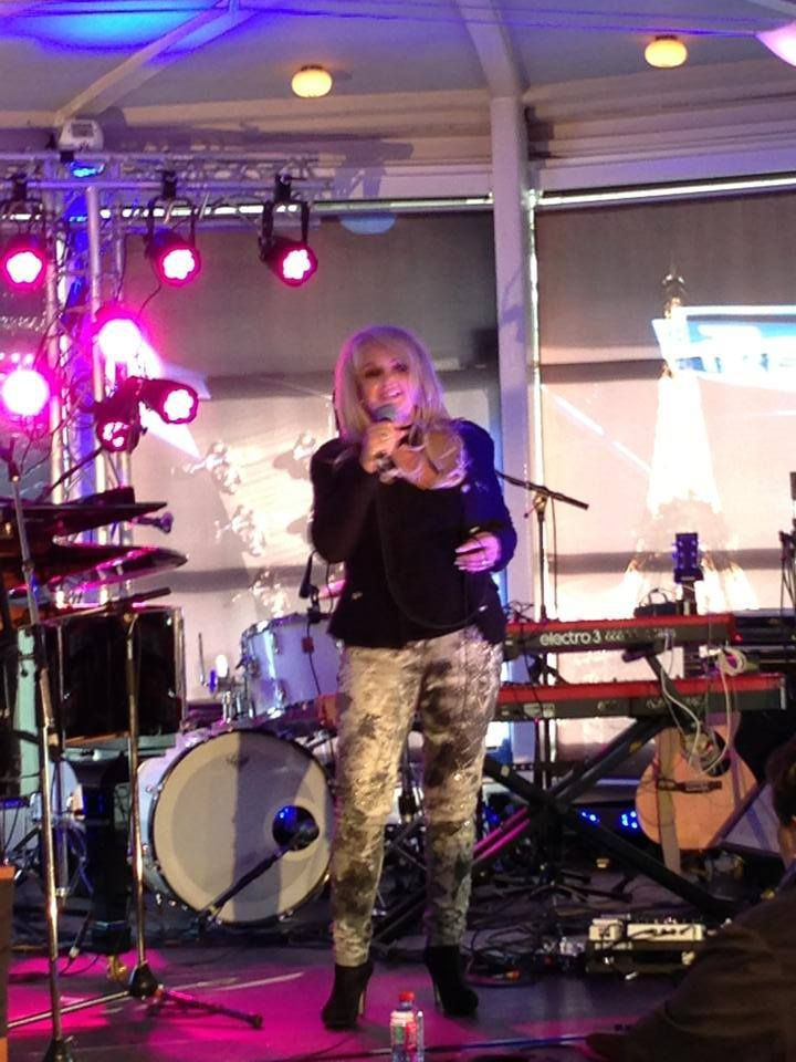 Bonnie Tyler in Paris next to the Eiffel Tower at the french radio France Bleu. (28/05/2013) / Soundcheck #bonnietyler #gaynorsullivan #gaynorhopkins #thequeenbonnietyler #therockingqueen #rockingqueen #music #rock #2013 #bonnietylerfrance #francebleu #soundcheck #france #paris