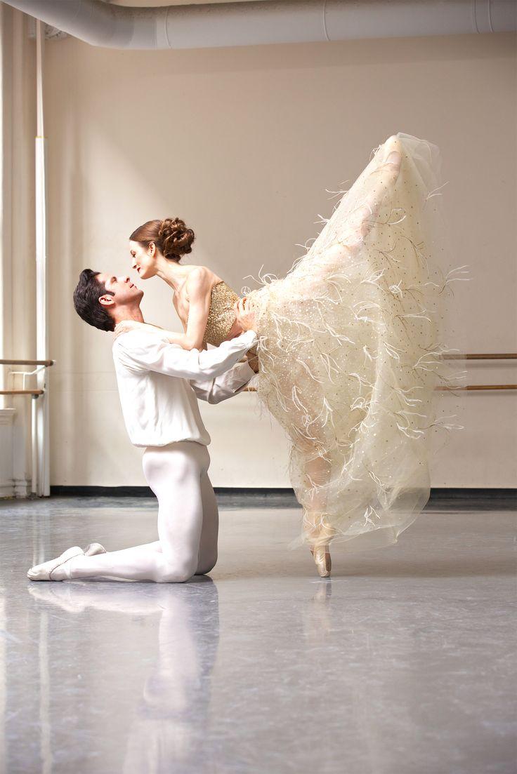 Prima Ballerina Julie Kent dons Oscar de la Renta in the April issue of Quest Magazine.