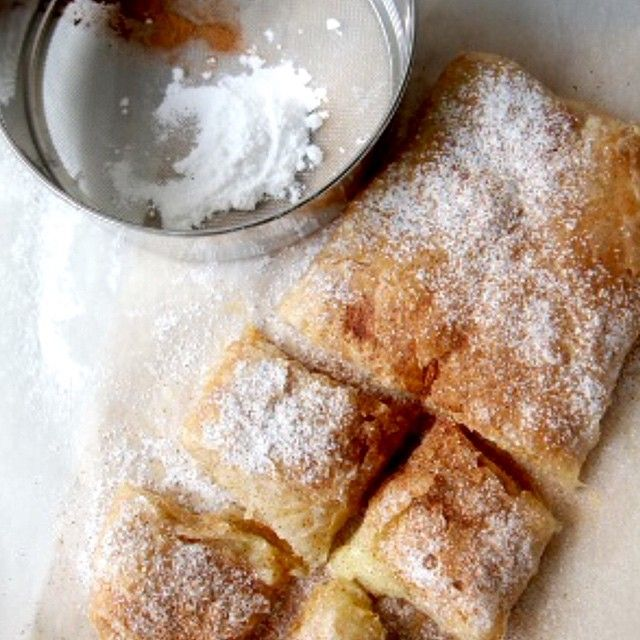 Greek bougatsa (Custard Filled Phyllo Pastries) This traditional dessert originated from Thessaloniki, but it is a favorite across Greece. Ingredients (serves 8) 1 ½ lt of full fat milk 2 ½ cups of...