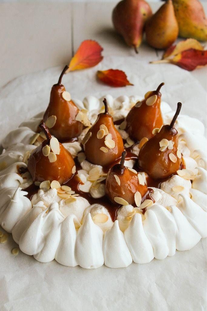 Pavlova poire, amandes et caramel beurre salé