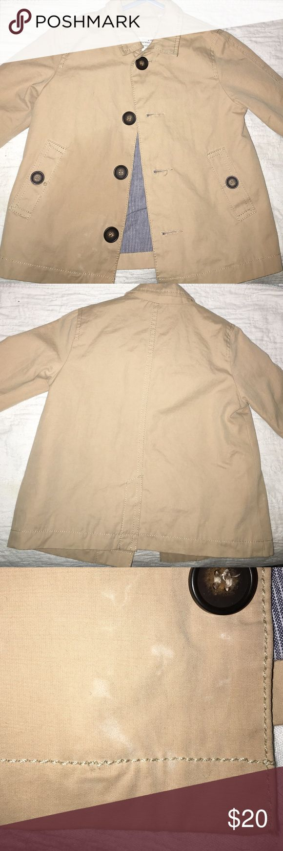 Zara Baby Boy Trench Coat Love this trench coat great for the fall as well as the spring, worn only twice. Also runs a little big my son wore it last when he was about 14 months. Minor stain shown closer in the last picture Jackets & Coats