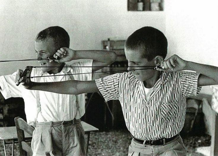 """Παλιά παιχνίδια..στην Μεταπολεμική Ελλάδα..σε """"ασπρόμαυρο"""" φόντο!"""