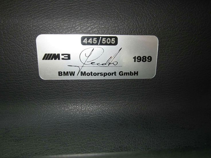 BMW E30 M3 Cecotto - limitiertes Sondermodell 445/505  Baujahr: 1989 Hubraum: 2.3l Leistung: 158 kW (215 PS) Motor: 4-Zylinder Einspritzter/S14 Getriebe: 5-Gang Handschaltung Kilometerstand: 89.000km Lackierung: macao-blau metallic Erstzulassung: 19.06.1989  Beschreibung  BMW E30 M3 Cecotto Fahrzeug ist auf 505 Stück limitiert und wurde nur im Zeitraum April 1989 bis Juli 1989 gebaut.