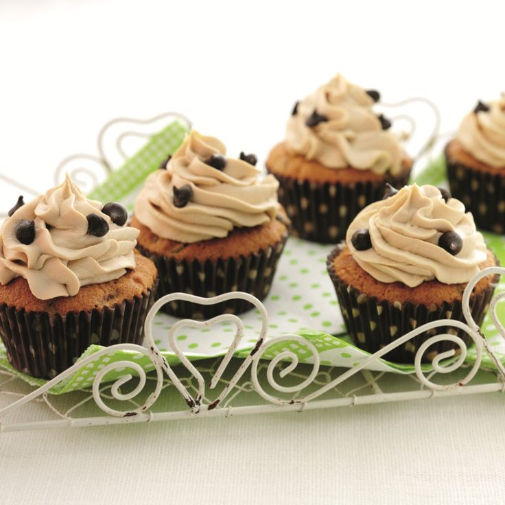 This cappucino cupcakes recipe is so simple but tremendously tasty. A bakingmad.com favourite, they are a match made in heaven for coffee lovers!