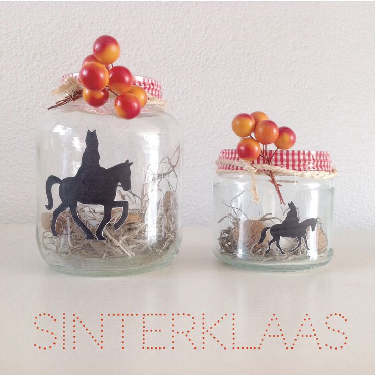 DIY Sinterklaas/ Sint Nicolaas Sierpotten (gevuld met stro en andere accessoires) of Silhouet Sierlichtjes van glazen potten met het Silhouet van Sint erop. (meer Sjablonen kun je op dit Pinbord vinden)