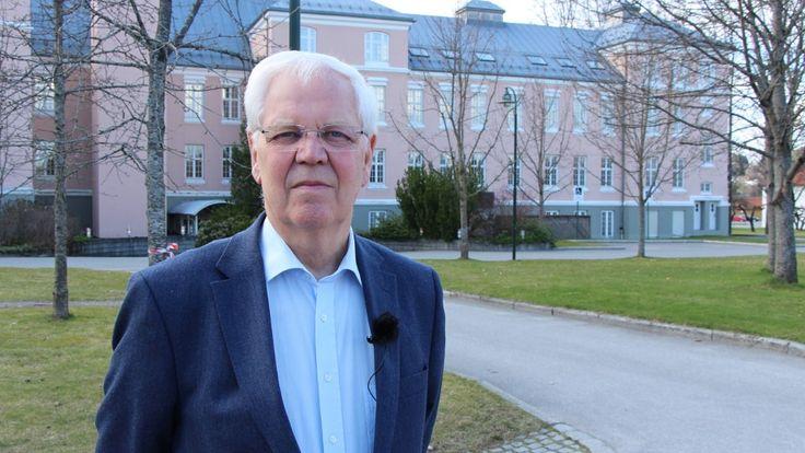 No. dokumentar. Magne Raundalen var med å revolusjonere synet på barneoppdragelse fra tidlig på 70-tallet. Han ble først kjent for det norske publikum da han og Åse Gruda Skard diskuterte barneoppdragelse på TV, og har siden fortsatt å være en viktig stemme i samfunnsdebatten. Han har arbeidet med barn med kreft, var formann i UNICEF Norge og har vært med å utvikle behandlingsmetoder for krigsskadde barn.