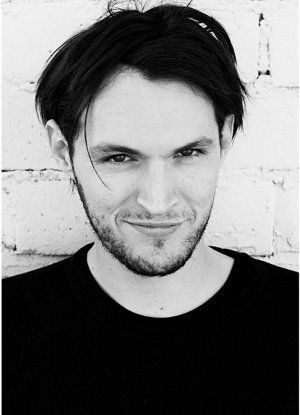Josh Klinghoffer (October 3, 1979) American musician and producer, o.a. known from the band the Red Hot Chili Peppers.