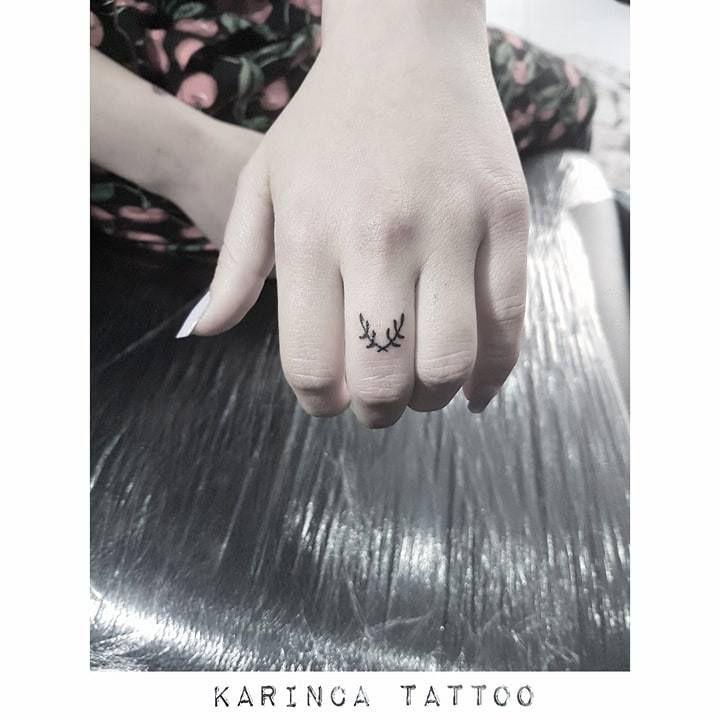 http://instagram.com/karincatattoo #karincatattoo #istanbul #tattoo #fingertattoo #smalltattoos #minimaltattoo #littletattoos #tinytattoo #handtattoo #branchtattoo #crossbranch #flowertattoo #tattoodesign #tattooartists