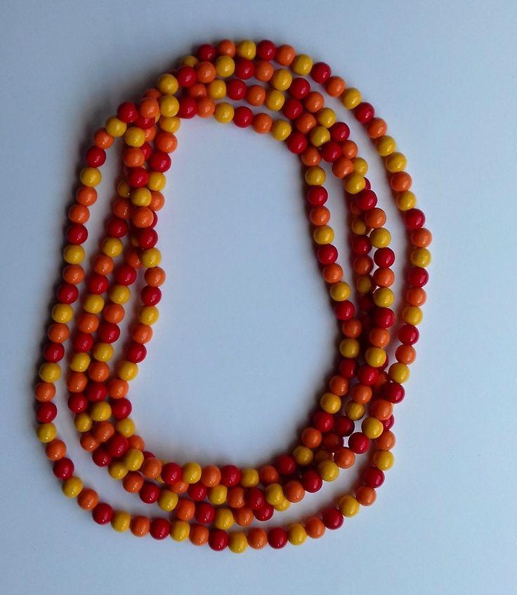 Dřevěné+korále+mix+oranžový,+červený+a+žlutý+Velikost+korálků+je+1+cm.+Délka+korálků+je+224+cm.+Můžete+nosit+na+krátko+nebo+na+dlouho+podle+vašeho+přání.+Korálky+jsou+kvalitní+dřevěné,+lakované.