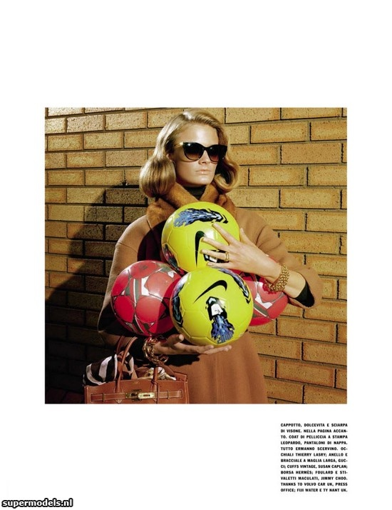 Constance Jablonski in 'A Perfect Mom' - Photographed by Miles Aldridge (Vogue Italia November 2012)    Complete shoot after the click...