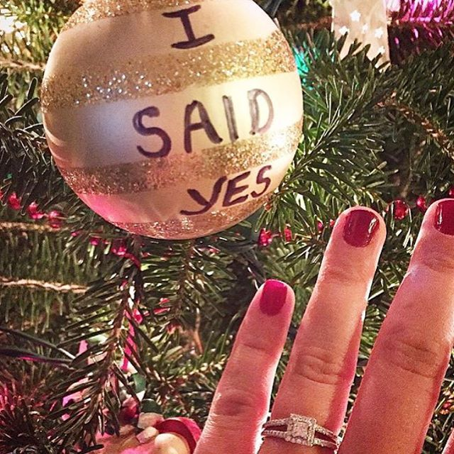 Thinking of proposing on Christmas Eve? Book an appointment today to have your dream ring ready just in time for Christmas!