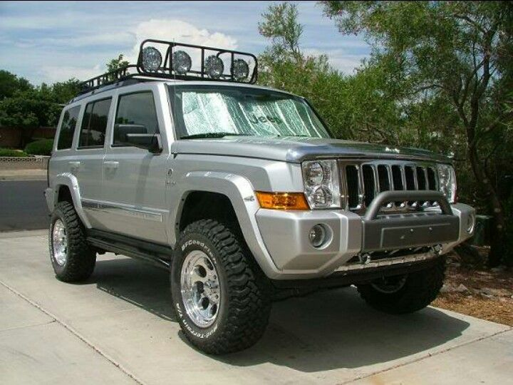 jeep commander 4 lift with 4 5 wheel spacers. Black Bedroom Furniture Sets. Home Design Ideas