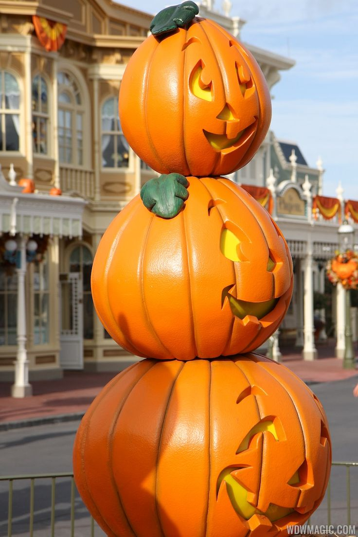 622 best Disney-Halloween images on Pinterest