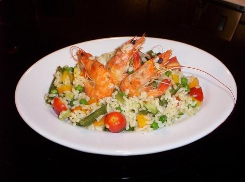 insalata di riso arcobaleno (con gamberi)