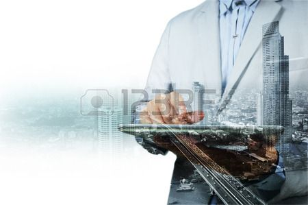 Podwójna ekspozycja miasta i biznesmen na telefon jako koncepcji rozwoju firm. Zdjęcie Seryjne - 40921171