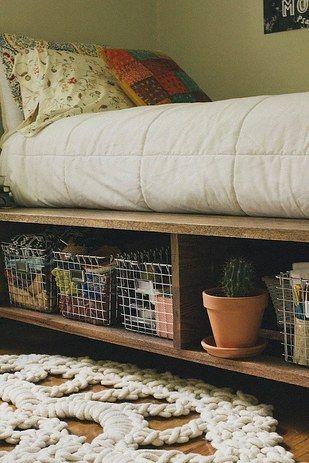 Levanta tu cama sobre una plataforma o elevadores. | 21 Maneras fáciles de lograr que tu dormitorio se vea mejor