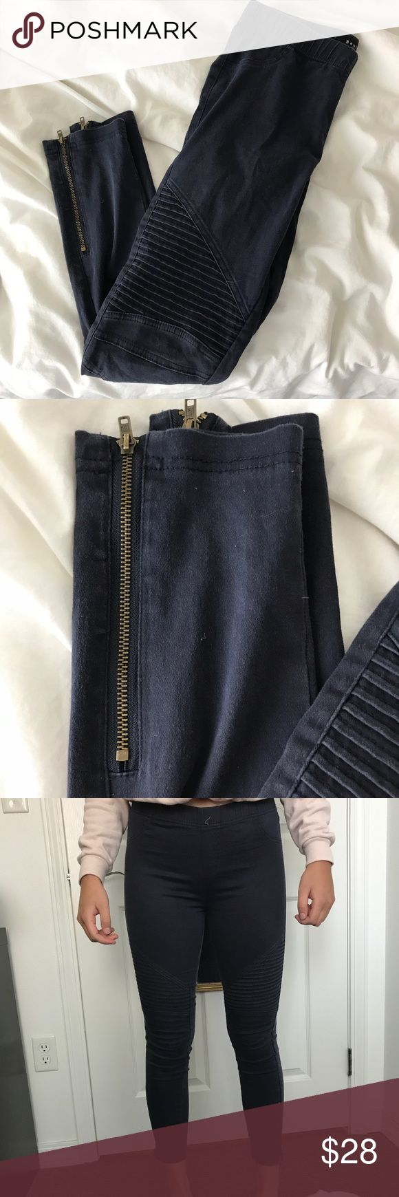 LIKE NEW Motto Legging in Navy Only worn once, perfect condition, too small on me and that's why I'm selling! Cutest zipper and knee detail! Make me an offer! Urban Outfitters Pants Leggings