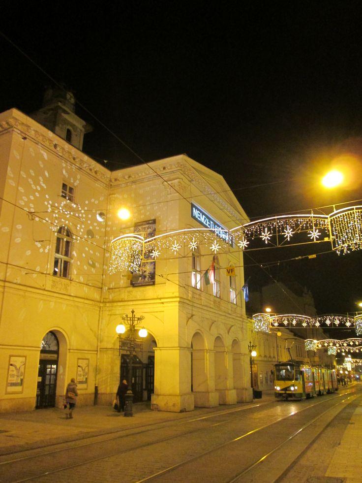 Advent, Miskolc - Miskolci Nemzeti Színház a sétálóutcával