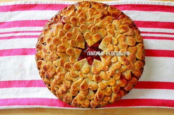Слоеный пирог с клубникой (свежей или замороженной)