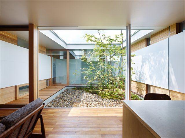 関屋の家 中庭のある平屋|内観写真 もっと見る