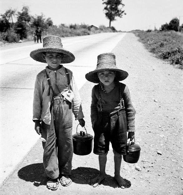 Niños en algún lugar del sur de Chile en 1950