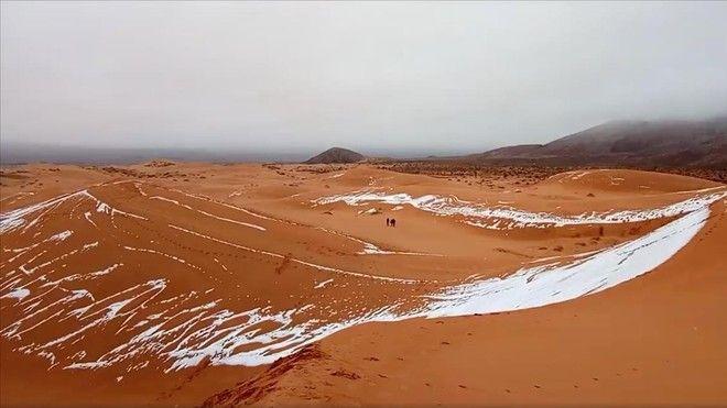 La nieve tiñe de blanco el Sahara