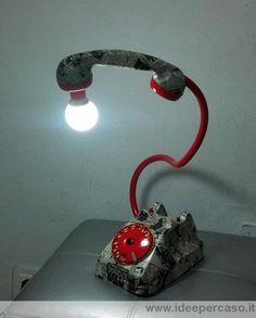 come trasformare un vecchio telefono a disco in una splendida lampada di design pop art