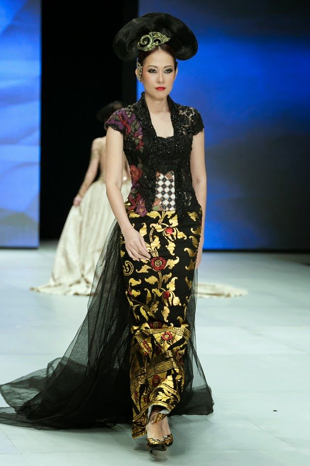 Koleksi Kebaya Anne Avantie: Indonesia Fashion Week 2014