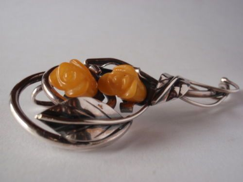 Obecnie na aukcjach #Catawiki: Silver 925 Pendant/ Brooch Rose, made of Baltic Amber