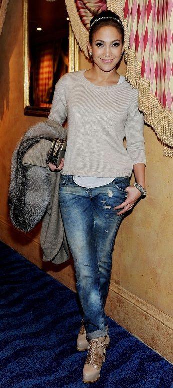 Jennifer Lopez- comfy outfit......love it!!