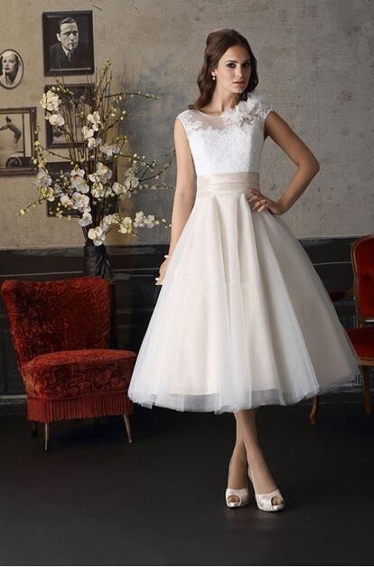 2016 Tea Length Women Wedding Dresses Sheer Cap Sleeve Lace Appliques Hand Made Flower On Shoulder