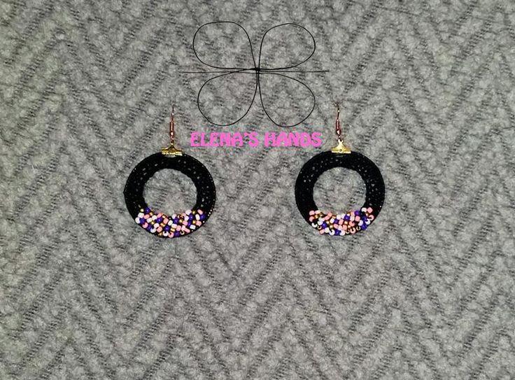 Orecchini fatti a uncinetto con perline colorate #elenashands #uncinetto #orecchiniuncinetto #handmade #handmadejewelry