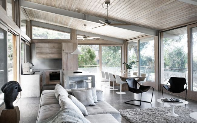 Owned and designed by architect and interior designer Rob Mills, Ocean House is an extraordinary property located on the beach at Lorne on the Great Ocean Road.