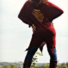 """Tunik """"like a fish need the sea ...""""  ultra douce rouge-bordeaux et noire,vraiment maxi confort ,jolie et facile à porter sur un leggings ,un jeans ,une jupe ou en robe avec des bottes ,des talons ,des baskets ...une indispensable, originale et féminine petite tunik"""