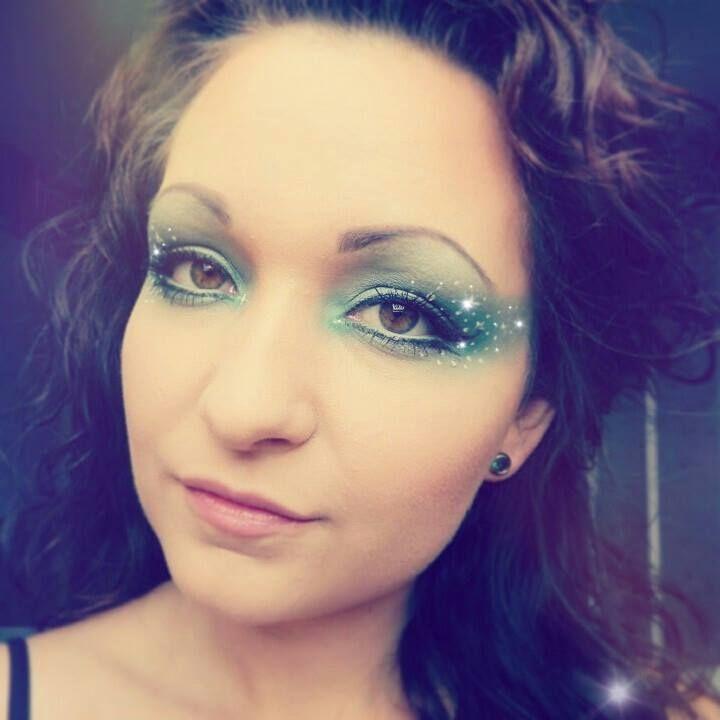 Green make-up look