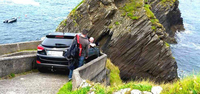 Pewien kierowca z Irlandii zyskał światową sławę kiedy zaparkował swój samochód…