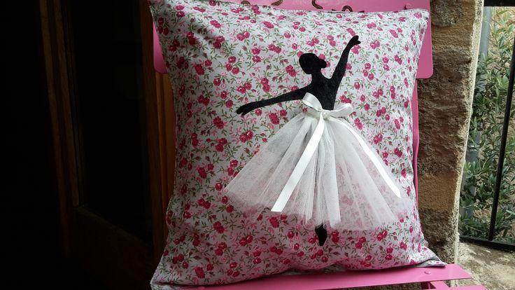 housse de coussin motif danseuse toile pour chambre d 39 enfant b b. Black Bedroom Furniture Sets. Home Design Ideas