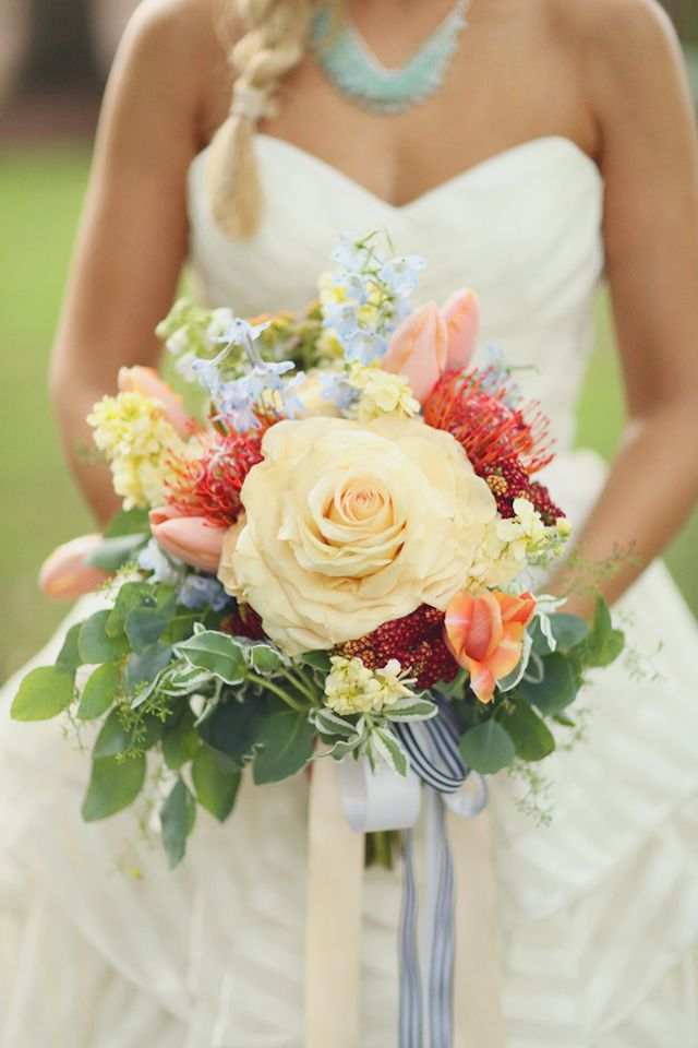 Yellow rose bridal bouquet   J. Woodbery Photography   see more on: http://burnettsboards.com/2014/09/classic-southern-wedding-inspired-wind/