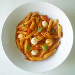 Pasta pomodori with mini mozarellas