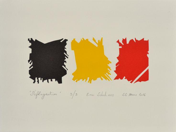 """""""Déflagration"""", linogravure réalisée par Eric Schelstraete en neuf exemplaires, 2016. Hommage aux victimes de l'attentat de Bruxelles du 22 mars 2016 (l'intérieur des vitres explosées de l'aéroport de Zaventem re-forme ici le drapeau belge)."""