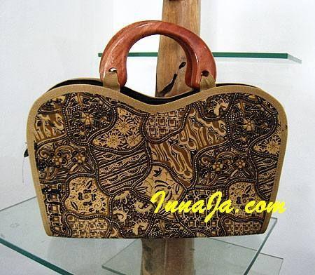batik to dziedzictwo i duma Indonezyjczyków, przedstawiam oryginalną torebkę z batiku.