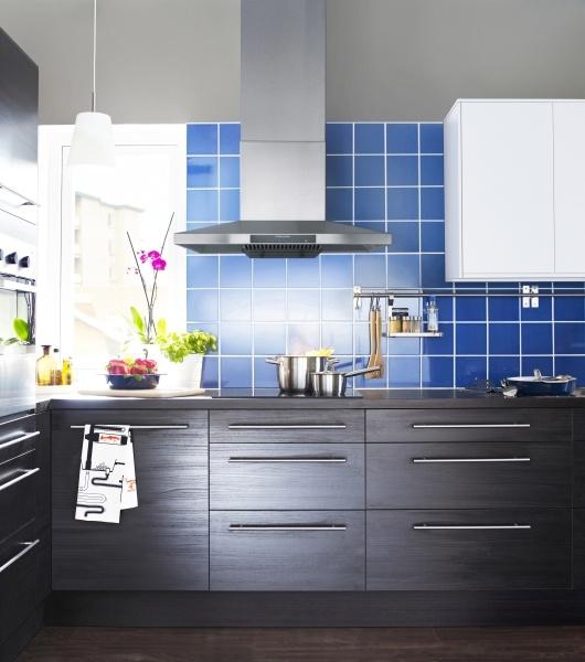 Dotez la cuisine d'un ventilateur au look professionnel. Équipez-la de notre hotte aspirante LUFTIG.