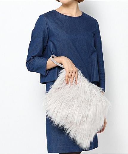 冬の式にお呼ばれされたら毛足長めのファーバッグ♡二次会のバッグの参考一覧♡披露宴や1.5次会にも。