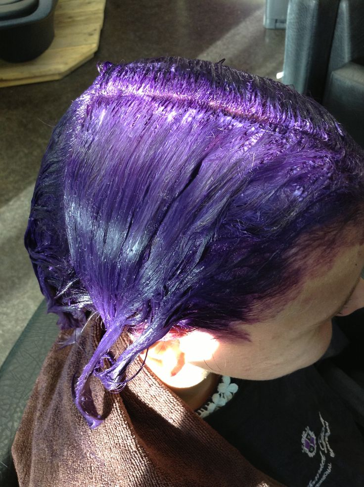 Process: Pure tone mix of violet and blue with a mixing ratio of 0.1 - 1 - 2 onto pre-lightened, highlighted hair to create a light purple multi-tonal effect